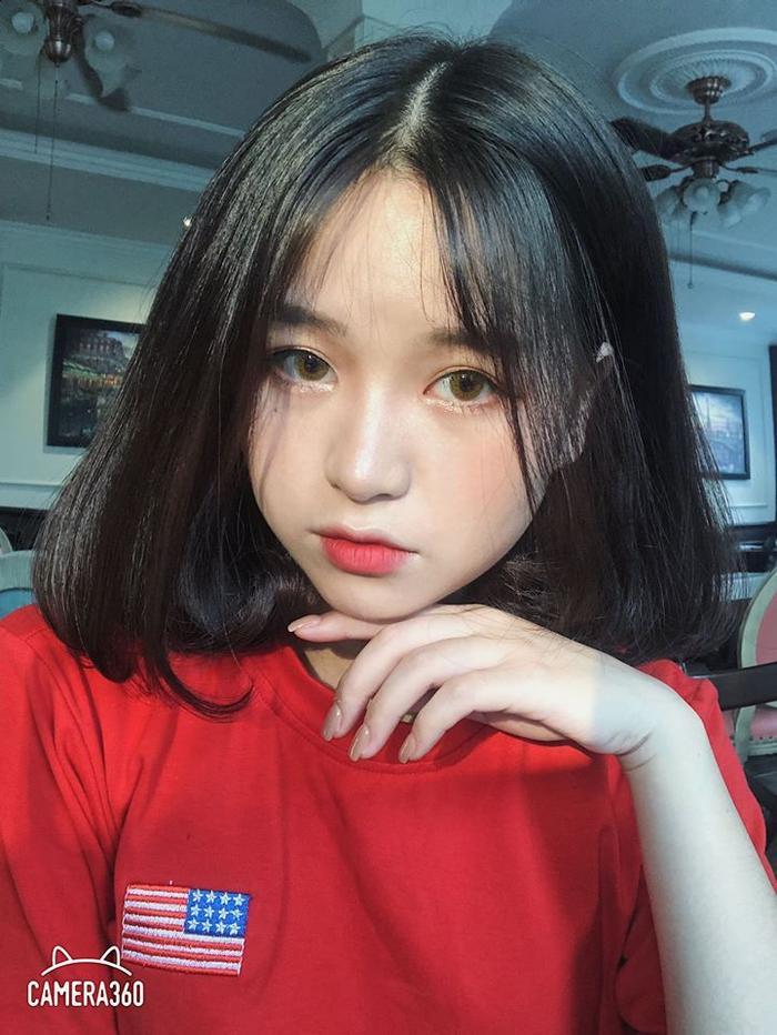 Mới đây nhất, tiền vệ tuyển Việt Nam được cho là đang hẹn hò với hot girl Nguyễn Thanh Thuỷ.