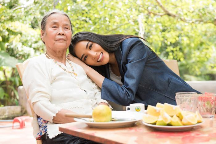 Có một Hoàng Thùy chân phương, từ làng quê Thanh Hóa đến Mỹ chinh phục Miss Universe 2019 ảnh 2