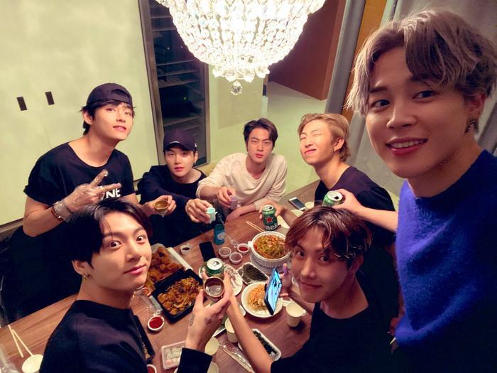 Cái giá của sự nổi tiếng: 7 thành viên BTS bị áp lực lớn! ảnh 3
