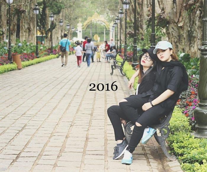 Bộ ảnh gây sốt với chuyện tình dài 10 năm từ thời học sinh đến lúc trưởng thành của cặp đôi đồng tính nữ ảnh 9