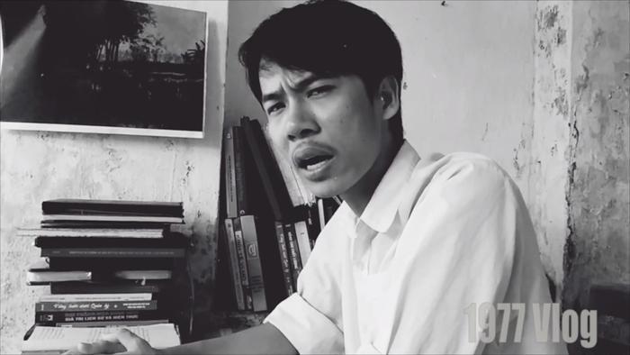 """Vlog thứ 5 """"Sống mòn Parody - Giáo Án Lửa Thiêng"""" của 1977 Vlog lấy hình tượng ông giáo từ tác phẩm """"Sống mòn"""" của Nam Cao."""