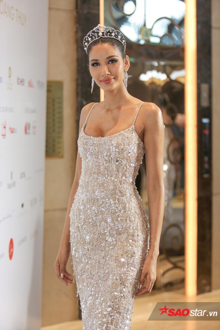 HHen Niê đẹp rạng rỡ mừng Hoàng Thùy chính thức đại diện Việt Nam thi Miss Universe 2019 ảnh 4