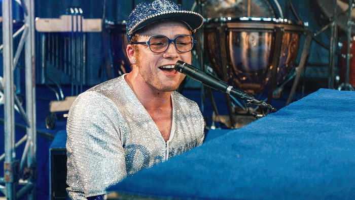 Một chiến thắng nhằm tri ân đến Elton John cũng là lựa chọn hợp lý của Grammy.