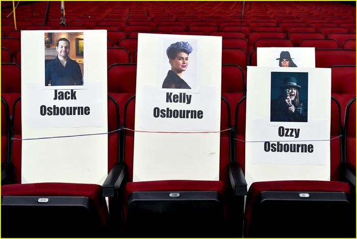 Nhóm nhạc nhà Osbourne cũng sẽ chia sẻ chung một hàng ghế tại chương trình.