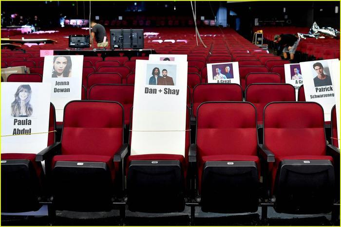 Nữ danh ca Paula Abdul sẽ ngồi cùng với nhà đồng sáng tác ca khúc 10,000 Hours của Justin Bieber: Dan + Shay.