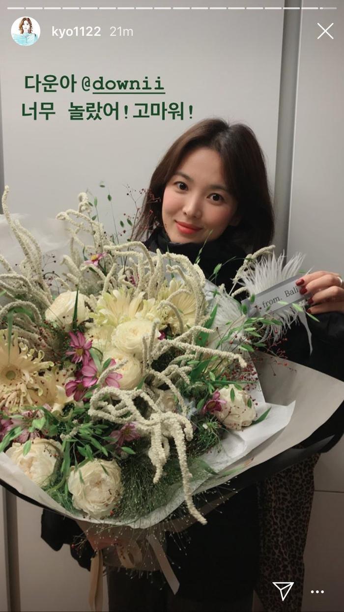 Song Hye Kyo ăn sinh nhật bên Yoo Ah In: Ngọt ngào tựa đầu vào nhau! ảnh 3