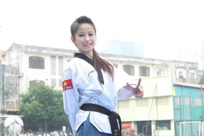 Châu Tuyết Vân được mệnh danh như hot girl làng võ Việt Nam.