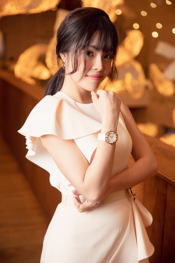 Dương Cẩm Lynh diện váy đơn sắc, xuất hiện trẻ trung ở lứa tuổi 38 ảnh 7