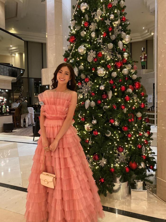 Lương Thùy Linh ghi điểm với váy hồng công chúa, hát hit A Million Dreams phần thi Tài năng  Miss World 2019 ảnh 1