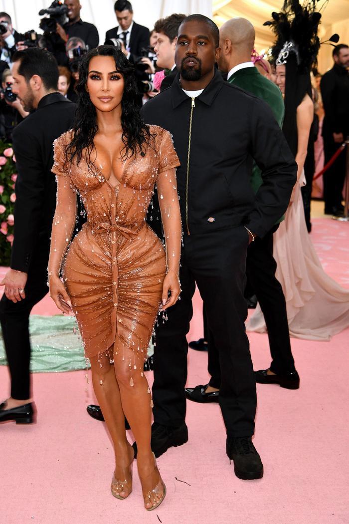 'Cứng' như Kim Kardashian cũng có lúc khóc hết nước mắt khi tham dự Met Gala 2013 ảnh 7