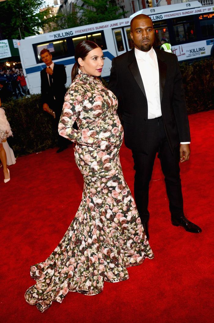 'Cứng' như Kim Kardashian cũng có lúc khóc hết nước mắt khi tham dự Met Gala 2013 ảnh 5