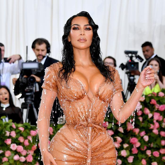 'Cứng' như Kim Kardashian cũng có lúc khóc hết nước mắt khi tham dự Met Gala 2013 ảnh 0