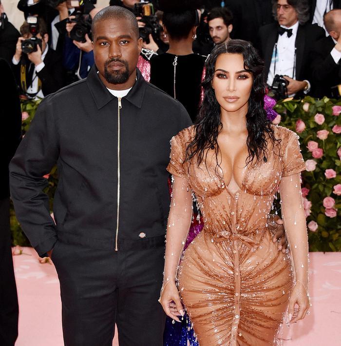 'Cứng' như Kim Kardashian cũng có lúc khóc hết nước mắt khi tham dự Met Gala 2013 ảnh 1