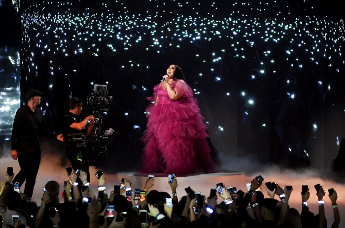 AMAs 2019: Taylor Swift biến sân khấu thành liveshow riêng, Camila Cabello được diễn tận 3 lần ảnh 16