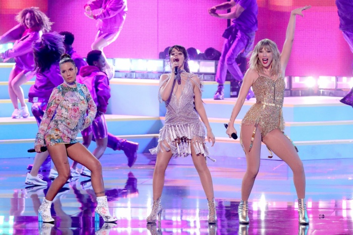 AMAs 2019: Taylor Swift biến sân khấu thành liveshow riêng, Camila Cabello được diễn tận 3 lần ảnh 3