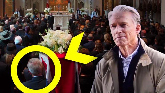 Steve Rogers già cũng xuất hiện trong đội hình đưa tang Peggy trong Civil War, theo nhiều fan phỏng đoán.