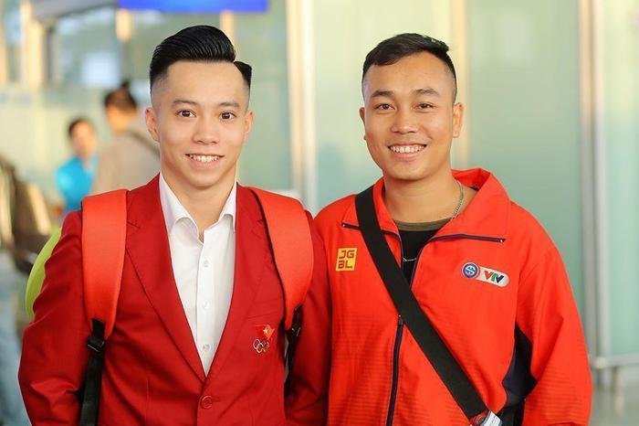 Thanh Tùng – Vận động viên môn TDDC (trái), vừa xuất sắc giành vé dự Olympic 2020.(Ảnh: Vietnamnet)
