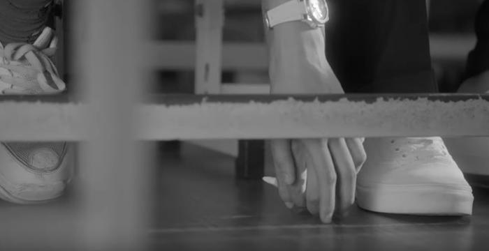 Cái nắm tay vô tình…