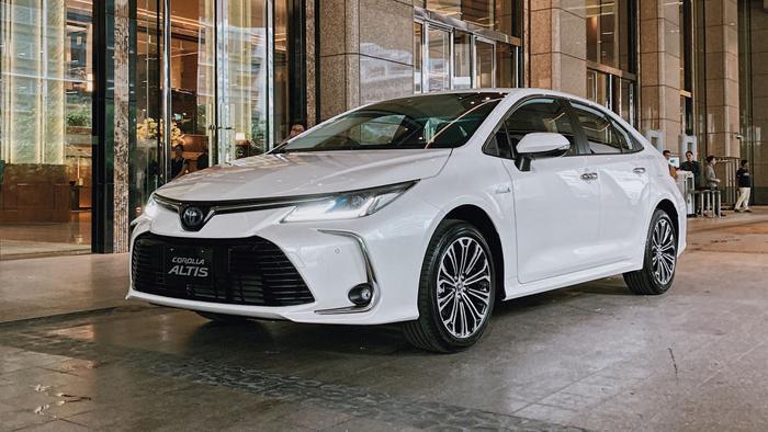 Toyota Altis 2019 có kích thước dài x rộng x cao lần lượt là 4.620 x 1.775 x 1.460 mm, chiều dài cơ sở 2700mm, khoảng sáng gầm 130mm, bán kính vòng quay 5,4m. Khối lượng không tải 1225kg. (Ảnh: Internet)