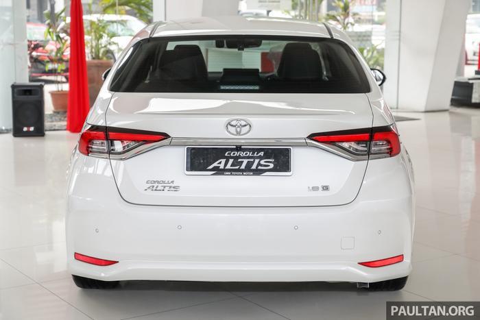 Trong khi đó, đuôi xe Toyota Altis 2019 lại không nhiều thay đổi so với thế hệ Altis tiền nhiệm.(Ảnh: Paultan)