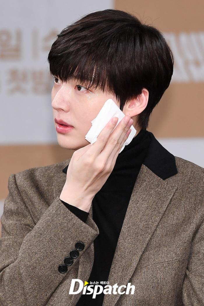 Họp báo Love With Flaws: Ahn Jae Hyun đẹp đôi bên Oh Yeon Seo, xin lỗi về vụ ly hôn với Goo Hye Sun ảnh 14