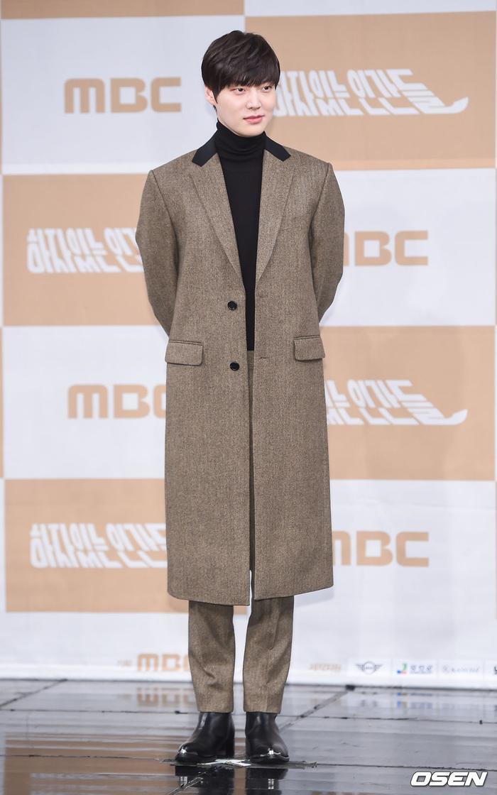 Họp báo Love With Flaws: Ahn Jae Hyun đẹp đôi bên Oh Yeon Seo, xin lỗi về vụ ly hôn với Goo Hye Sun ảnh 7