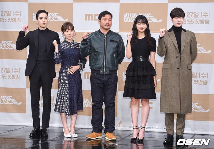 Họp báo Love With Flaws: Ahn Jae Hyun đẹp đôi bên Oh Yeon Seo, xin lỗi về vụ ly hôn với Goo Hye Sun ảnh 0