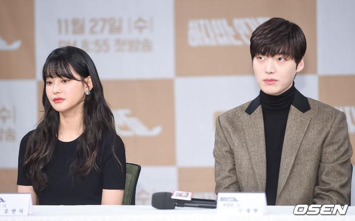 Họp báo Love With Flaws: Ahn Jae Hyun đẹp đôi bên Oh Yeon Seo, xin lỗi về vụ ly hôn với Goo Hye Sun ảnh 24