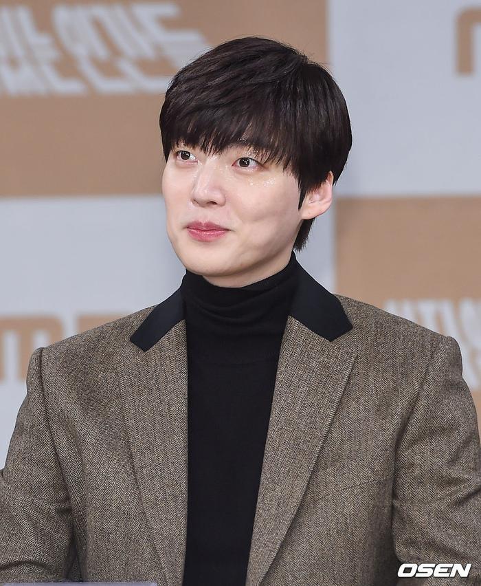 Họp báo Love With Flaws: Ahn Jae Hyun đẹp đôi bên Oh Yeon Seo, xin lỗi về vụ ly hôn với Goo Hye Sun ảnh 11