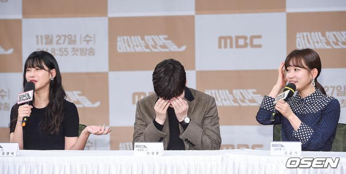 Họp báo Love With Flaws: Ahn Jae Hyun đẹp đôi bên Oh Yeon Seo, xin lỗi về vụ ly hôn với Goo Hye Sun ảnh 26