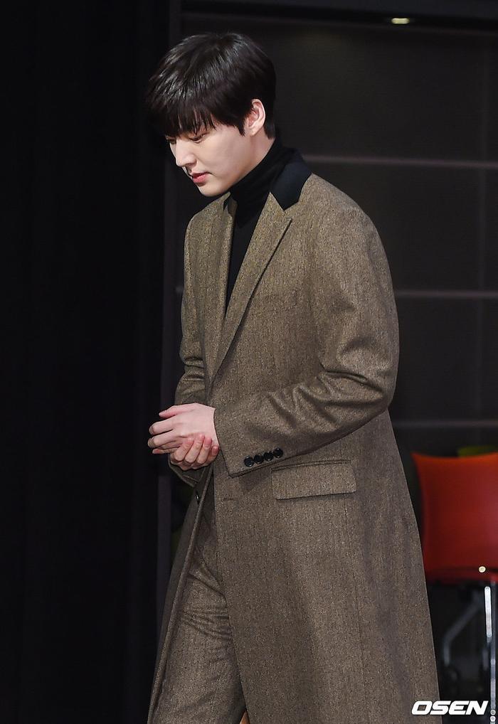 Họp báo Love With Flaws: Ahn Jae Hyun đẹp đôi bên Oh Yeon Seo, xin lỗi về vụ ly hôn với Goo Hye Sun ảnh 8