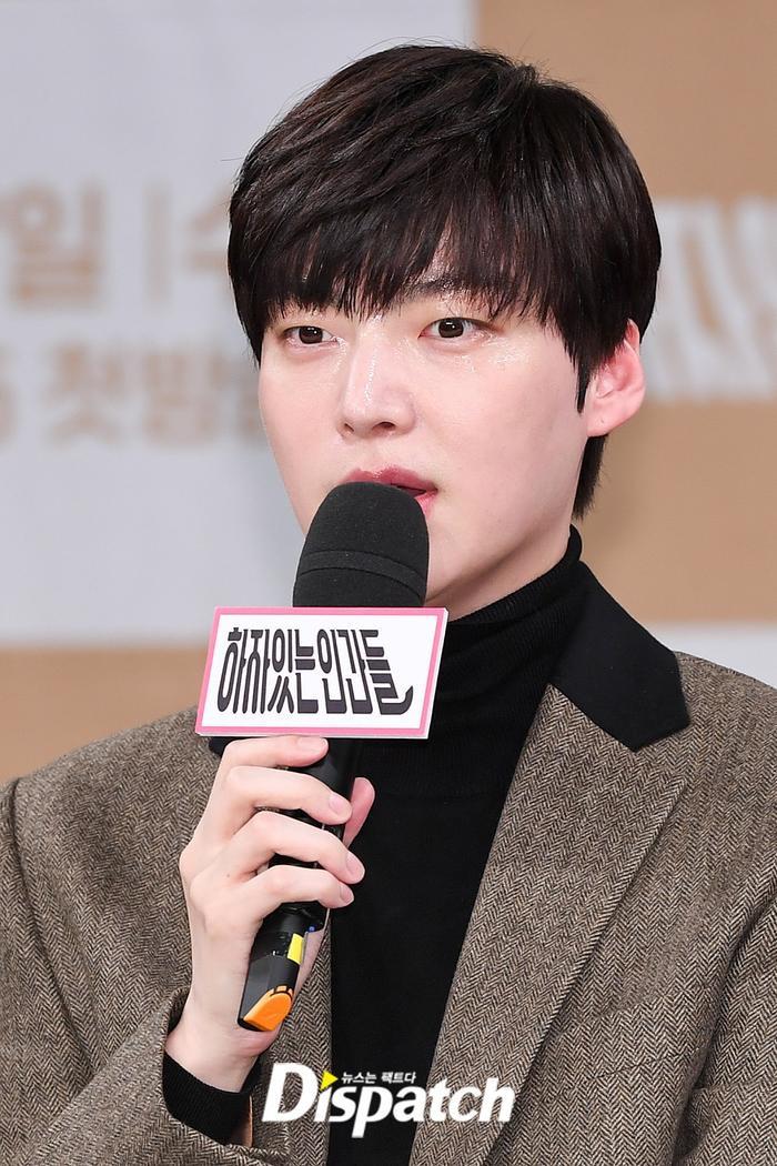 Họp báo Love With Flaws: Ahn Jae Hyun đẹp đôi bên Oh Yeon Seo, xin lỗi về vụ ly hôn với Goo Hye Sun ảnh 12