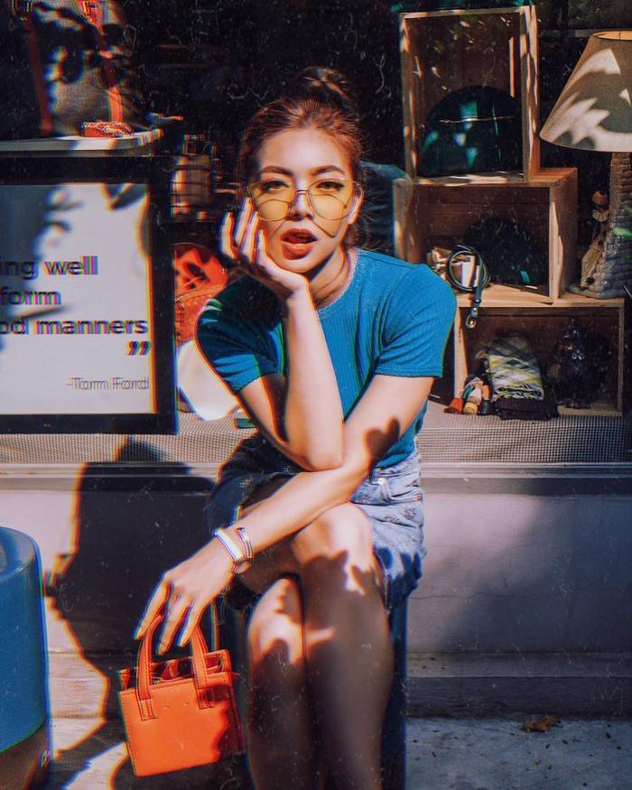 Katleen Phan Võ trông vô cùng quyến rũ, gợi cảm với thần thái ngút ngàn, tưởng chừng cô nàng đang chụp ảnh cho một tạp chí thời trang nào đó.