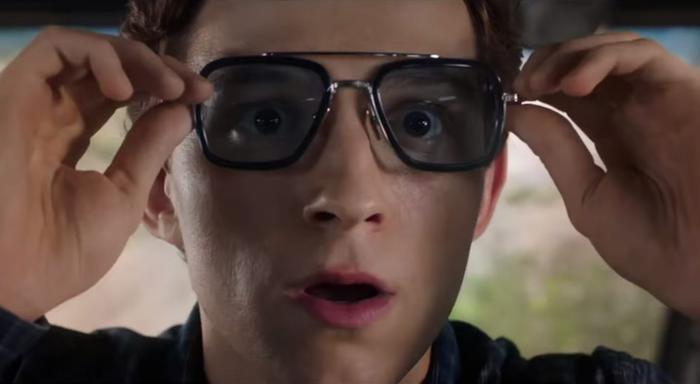 Chiếc kính do Tony Stark để lại cho Peter.