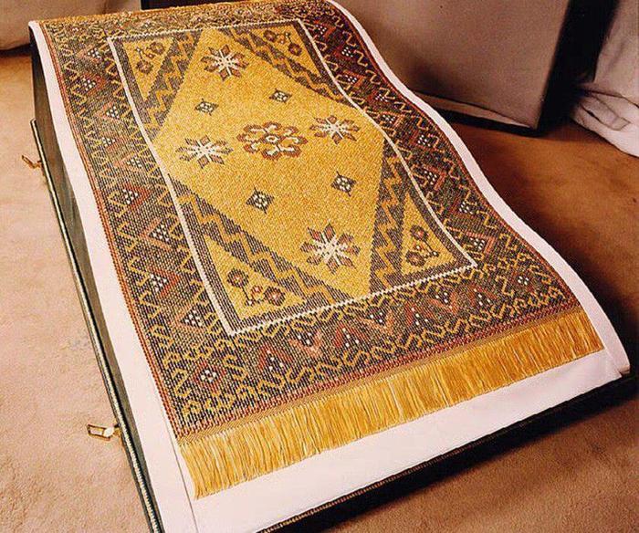 … Và tấm thảm vàng ròng này chỉ là một phần bé tẹo trong khối tài sản đồ sộ của gia đình anh.