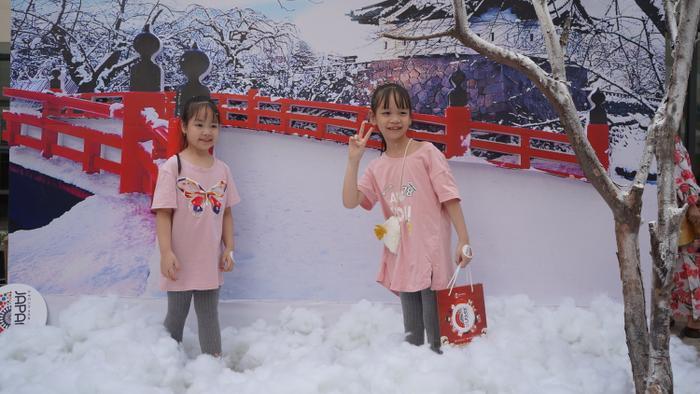 Người trẻ đua nhau check-in, thích thú trải nghiệm văn hóa Nhật giữa lòng Hà Nội ảnh 10