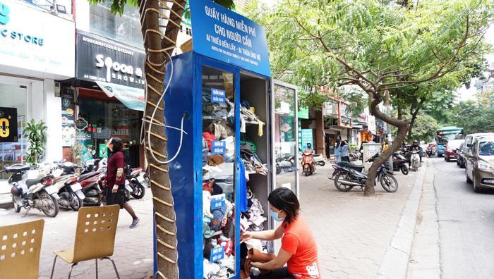 Tủ quần áo miễn phí trên phố Chùa Láng.