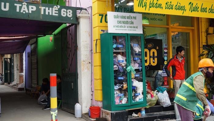 Tủ quần áo miễn phí trên phố Thái Hà.