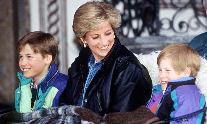 """Theo lời Công nương Diana, các tiểu Hoàng tử đã """"tìm từ trên xuống dưới"""" Cung điện Kensington quà Noel được tặng."""