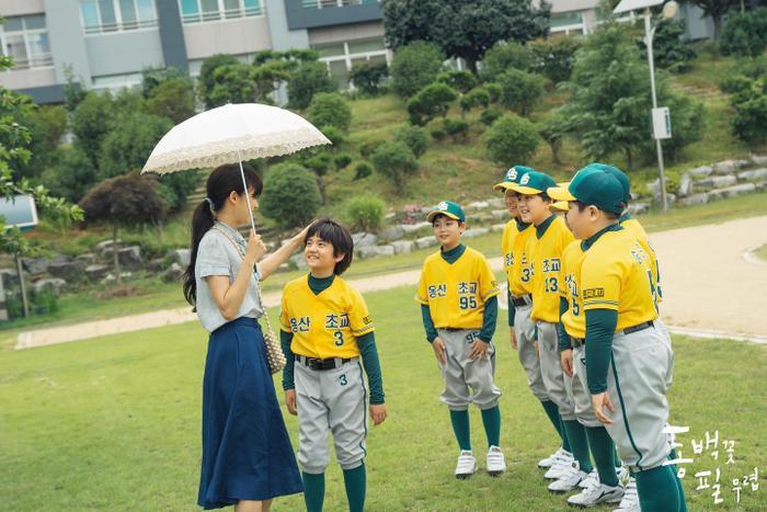 Con trai 10 tuổi của Gong Hyo Jin là fan Kang Daniel từ Produce 101, thú nhận có người yêu giống Irene (Red Velvet) ảnh 0