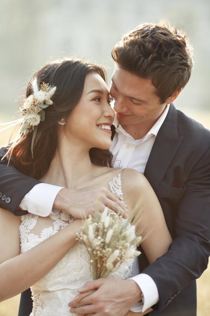 Trọn vẹn ảnh cưới của vợ chồng Hoàng Oanh: Trong veo như những thước phim điện ảnh! ảnh 6
