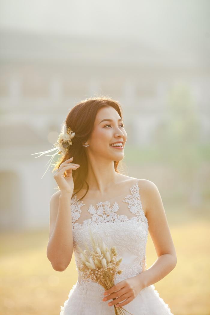 Trọn vẹn ảnh cưới của vợ chồng Hoàng Oanh: Trong veo như những thước phim điện ảnh! ảnh 3