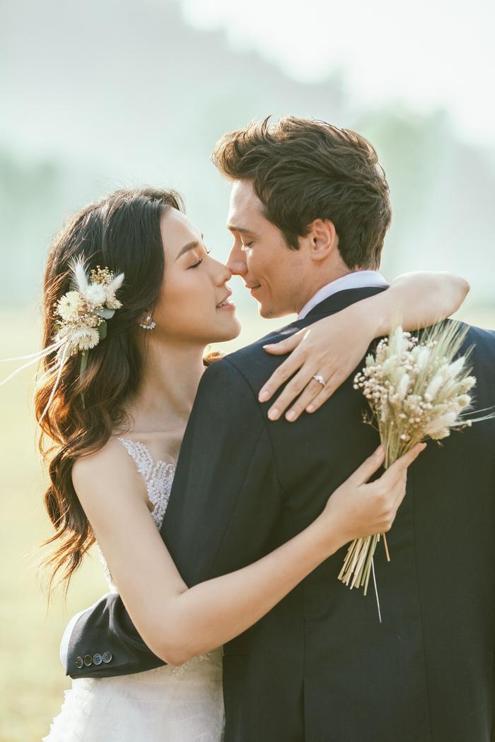 Trọn vẹn ảnh cưới của vợ chồng Hoàng Oanh: Trong veo như những thước phim điện ảnh! ảnh 4