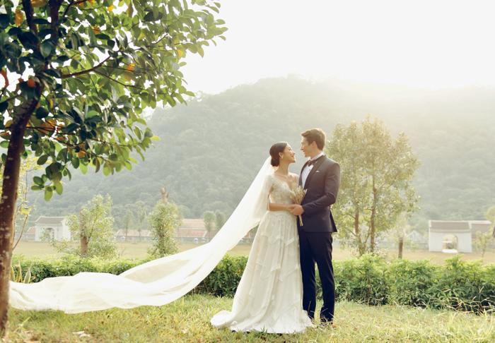 Trọn vẹn ảnh cưới của vợ chồng Hoàng Oanh: Trong veo như những thước phim điện ảnh! ảnh 5