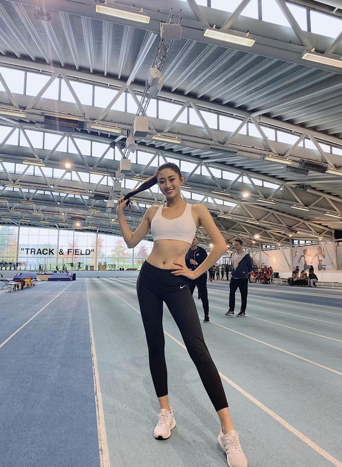 Lương Thùy Linh luyện tập cho phần thi Miss Sport.