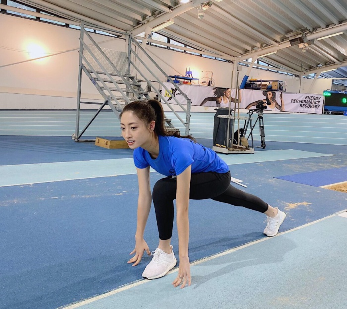 Lương Thùy Linh khoe vòng eo 62, phủ sóng loạt bảng dự đoán Hoa hậu Thế giới 2019 ảnh 1