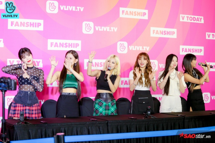 Nhóm(G)I-DLE tại fansign.