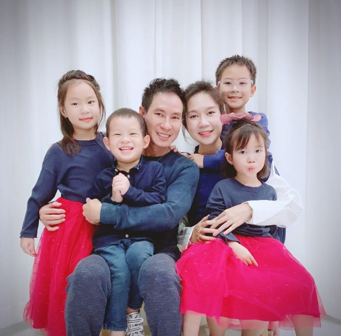 Minh Hà trẻ trung như gái đôi mươi mặc dù đã có tới 4 nhóc tỳ Trầm trồ vì nhan sắc như gái chưa chồng của các mỹ nhân Việt sau sinh con