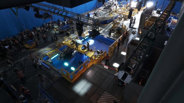 Avatar 2: Loạt ảnh hậu trường tiết lộ tàu thuỷ 'siêu to khổng lồ'! ảnh 3