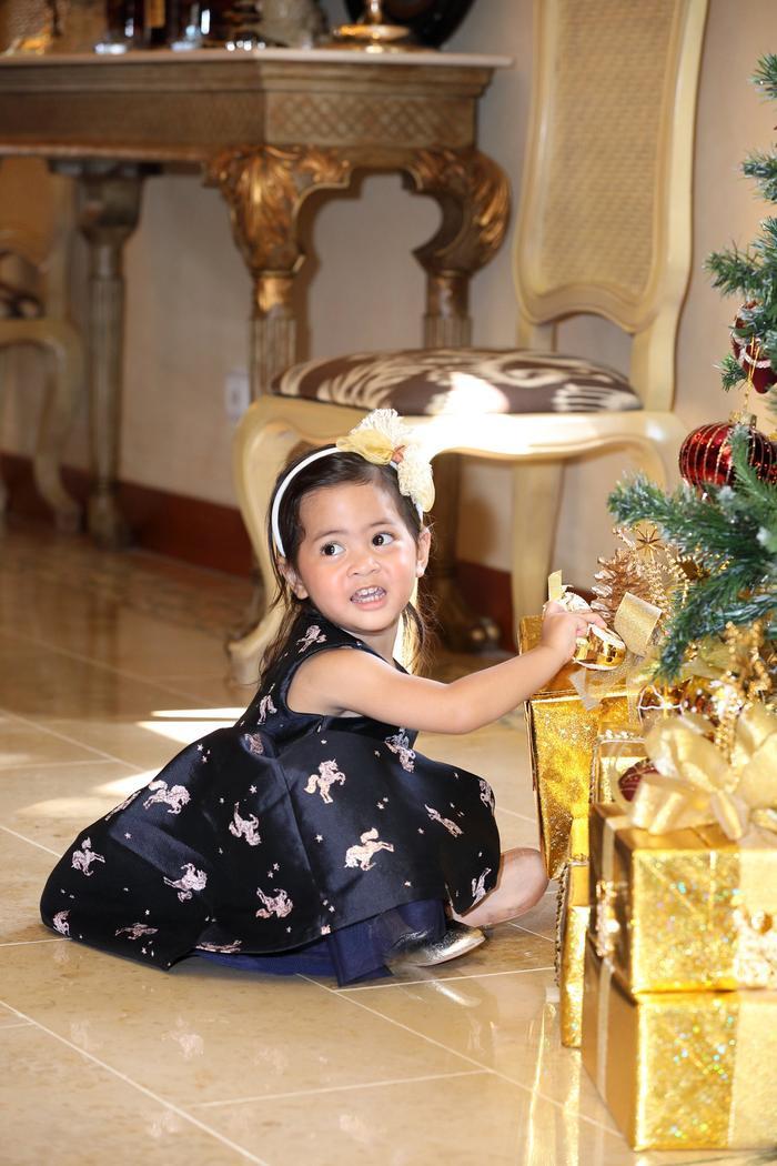 Cô gái nhỏ đáng yêu sau 9 năm chờ đợi của siêu mẫu Vũ Cẩm Nhung.